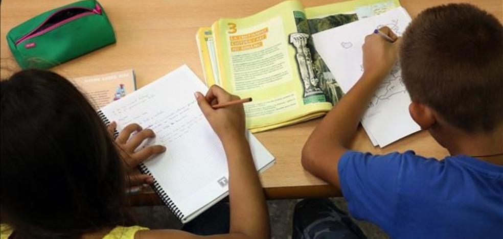 La libertad de los centros para regular los deberes agita el debate en Madrid