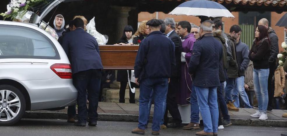 El joven asesinado en La Felguera fue rematado en el suelo con un tiro en la cabeza