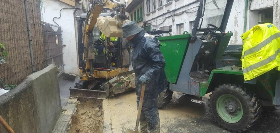 Una avería deja sin agua a la calle Arlós