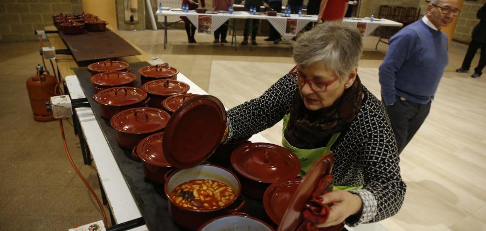 El premio 'Su excelencia la fabada' se queda en La Felguera