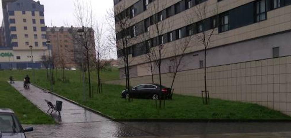 Un vehículo sin conductor arrolla a otros dos y se empotra contra un árbol en Las Vegas