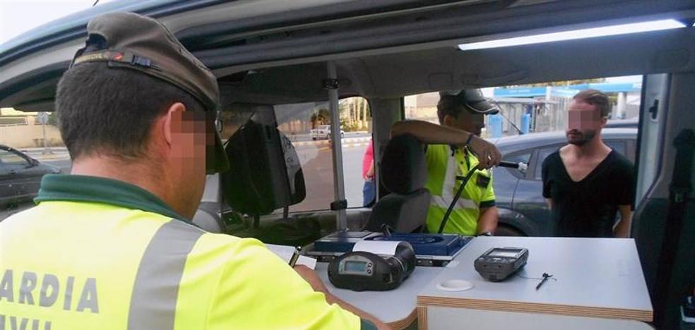 Tráfico intensifica esta semana los controles de alcohol y drogas en Asturias