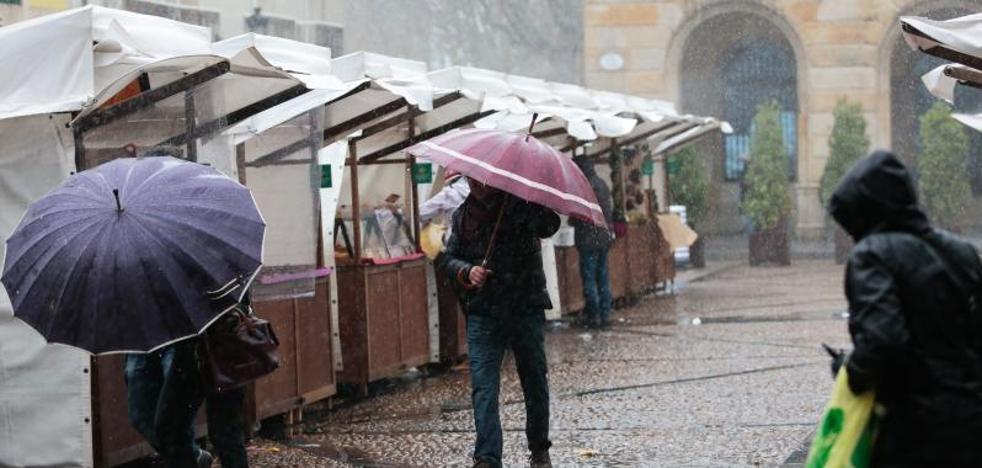 La borrasca 'Ana' llega con intensas lluvias y mantiene la alerta naranja en Asturias
