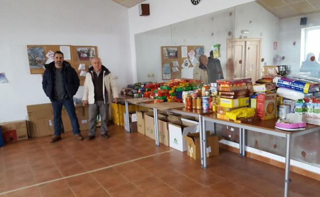 Santiago del Monte dona 240 kilos de alimentos a Cruz Roja