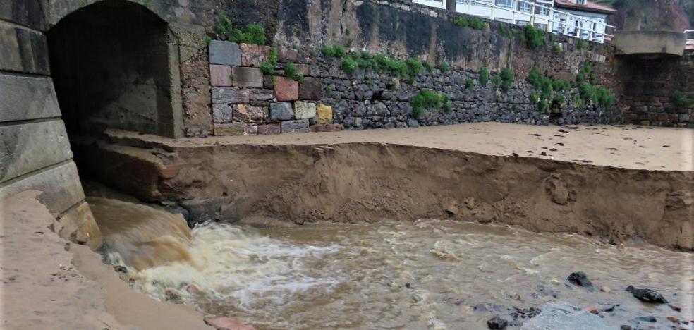 Denuncian nuevos vertidos en la playa de La Pregona de Candás