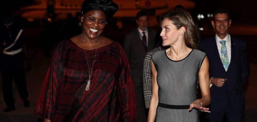 La Reina llega a Senegal para conocer proyectos de cooperación españoles