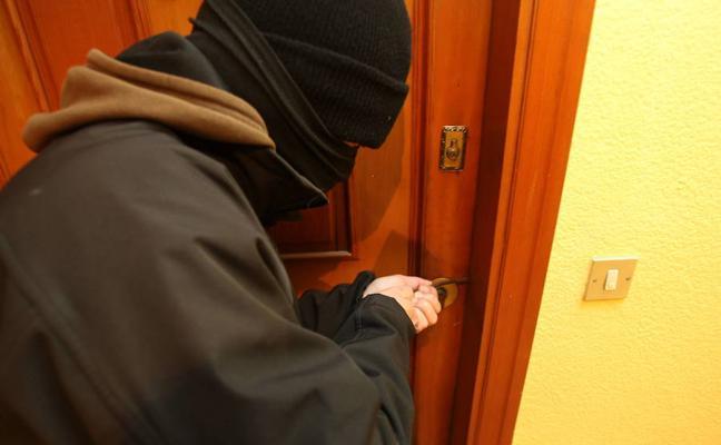 Condenado a tres años y medio de cárcel por entrar a robar en un piso tras hacerse con las llaves