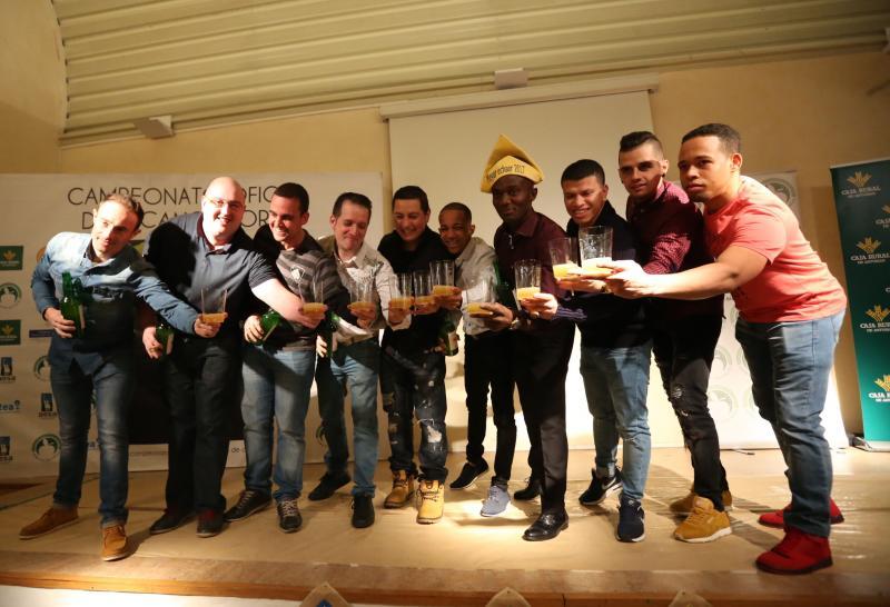 Los mejores escanciadores de Asturias reciben su premio