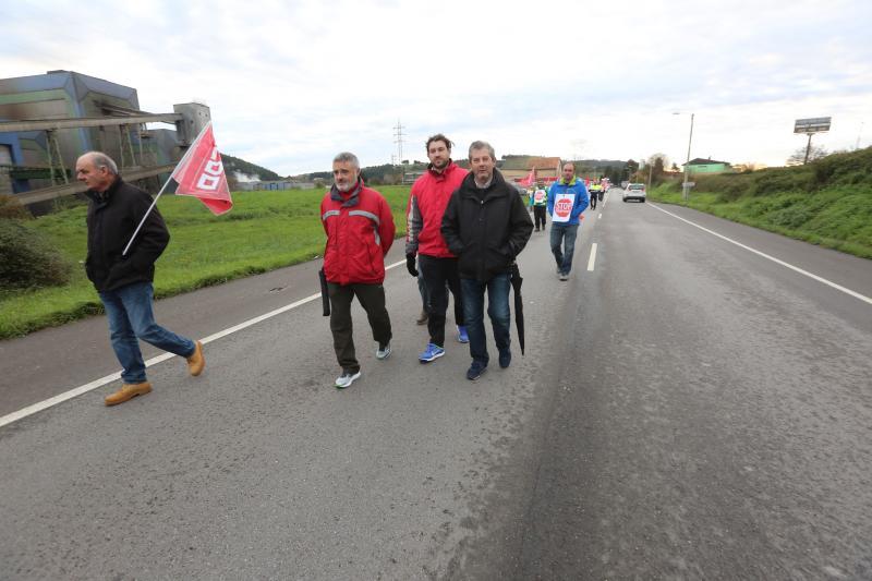 Manifestación en Tabaza de los trabajadores de Acciona en ArcelorMittal