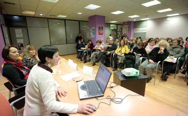 La Oficina de Igualdad se propone acabar con la brecha digital en la mujer