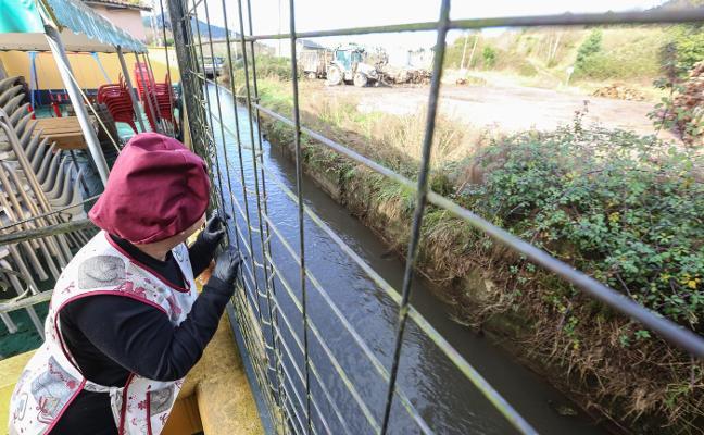 «Ni limpian el río ni nos dejan limpiar»