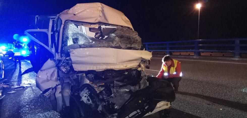 Un herido grave en un accidente cerca de los túneles de Priañes