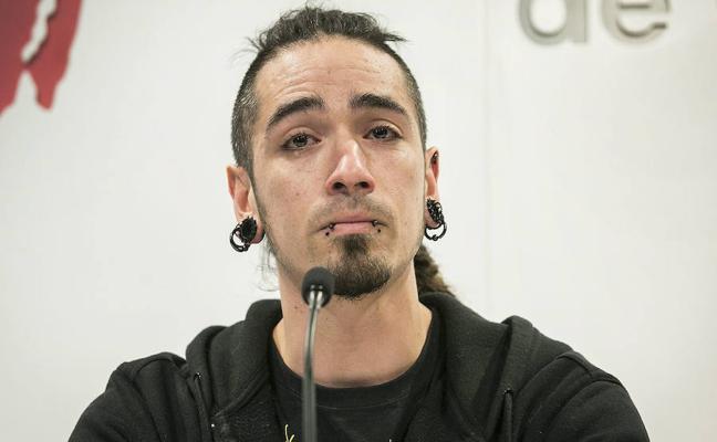 El acusado de matar a un hombre por llevar tirantes con la bandera de España dejó tetrapléjico en 2006 a un guardia urbano