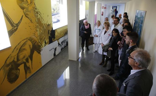 El hospital del Nalón abre una galería artística en uno de sus pasillos