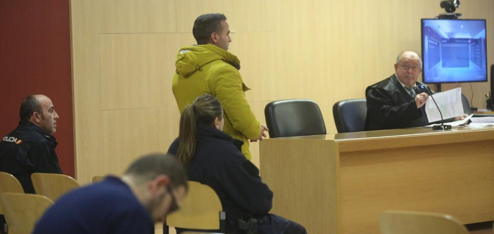 El acusado de traficar con droga mantiene que no vendía en el bar