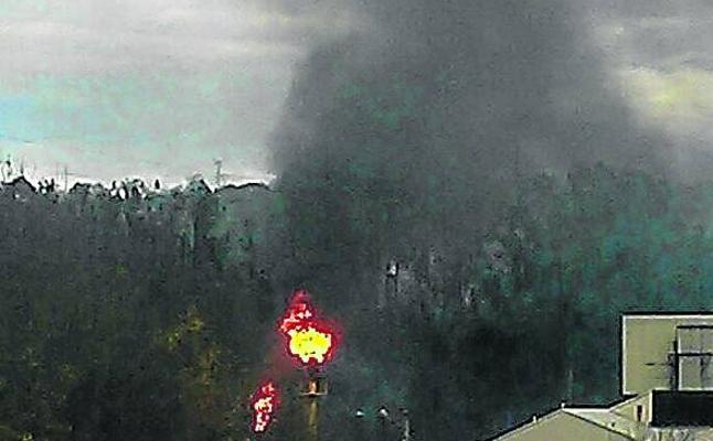 Una nube de humo negro que salió de la coquería alerta a los ecologistas