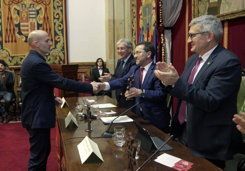 Acto de entrega de los Premios Lliterarios 2017 en la Universidad de Oviedo