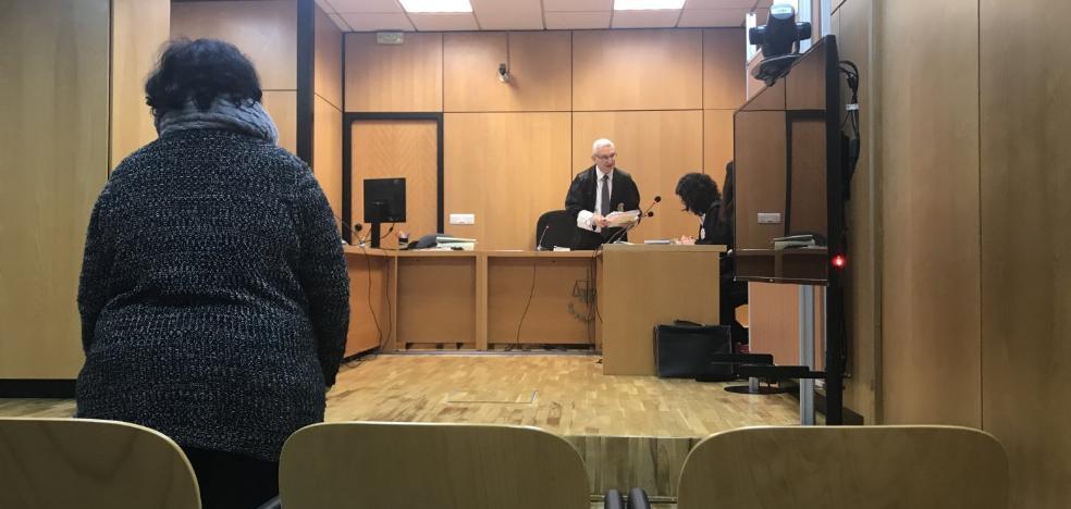 La fiscal dice que la acusada de no pagar la lotería de un club es una «estafadora profesional»