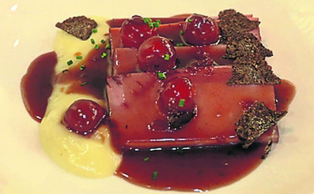 Jamón dulce al Oporto con guindas y trufa negra