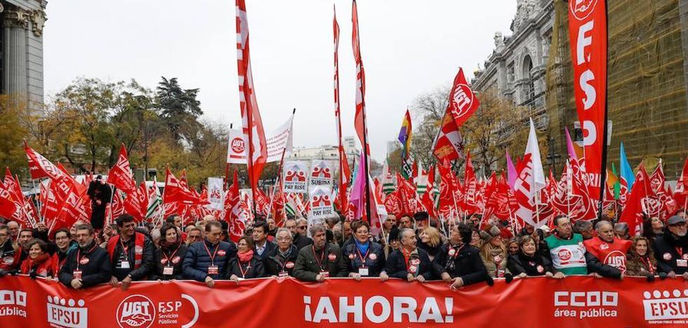 El Gobierno estudia subir el salario mínimo a 1.000 euros en tres años