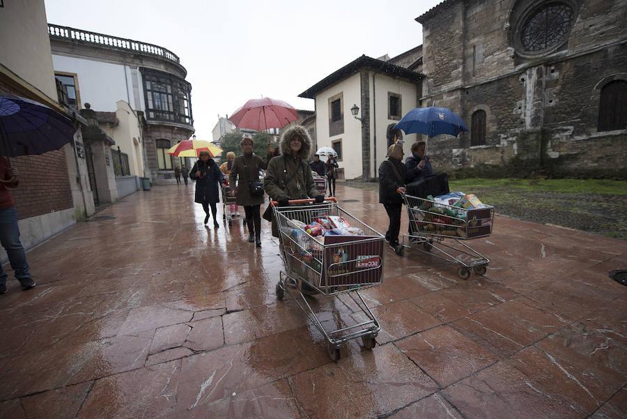 La Hermandad de Estudiantes entrega alimentos a la Cocina Económica