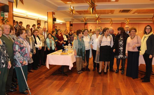 La Asociación El Paseín reúne a 180 personas en su merienda anual