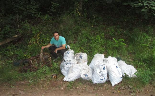 Recoge 2,5 toneladas de basura al limpiar más de 10 kilómetros del río Valdediós