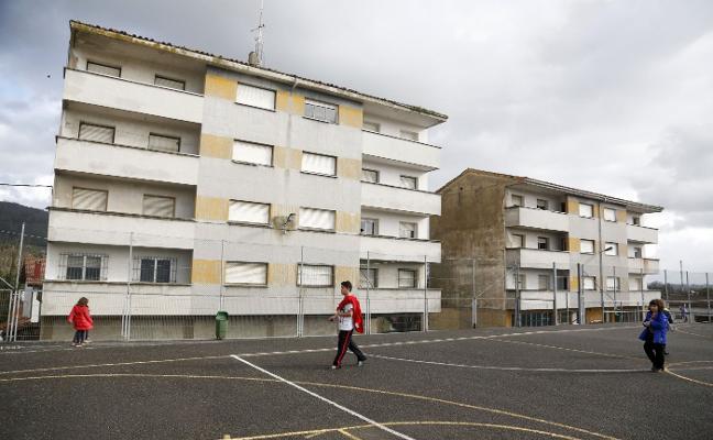 Llanera da por perdido el proyecto de reforma de las casas de los maestros