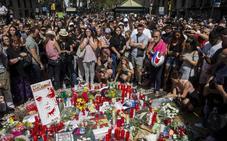Los terroristas de Barcelona en un vídeo en la Torre Eiffel: «Españoles, vais a sufrir»