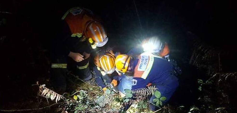 Rescatan en Cabranes a una mujer que cayó por una ladera al ir a coger unas flores