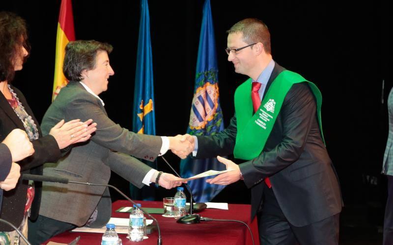160 nuevos graduados de la Facultad Jovellanos