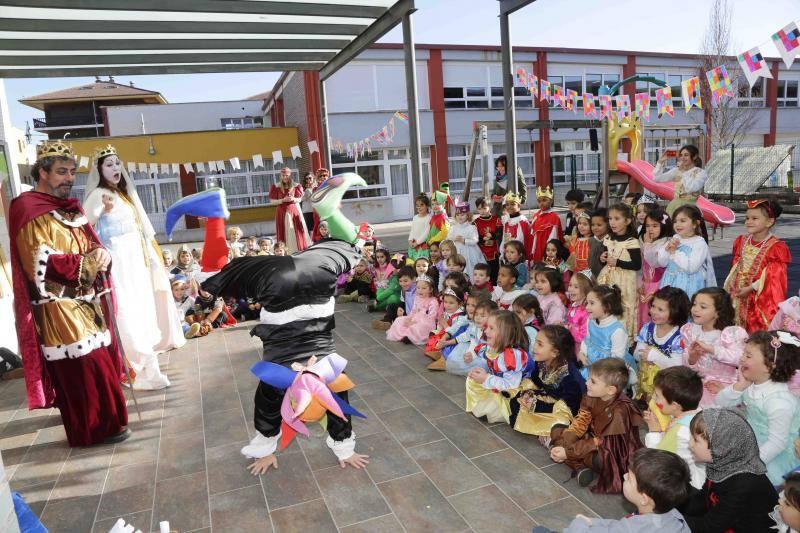 Fiesta medieval en el colegio Peña Tú de Llanes