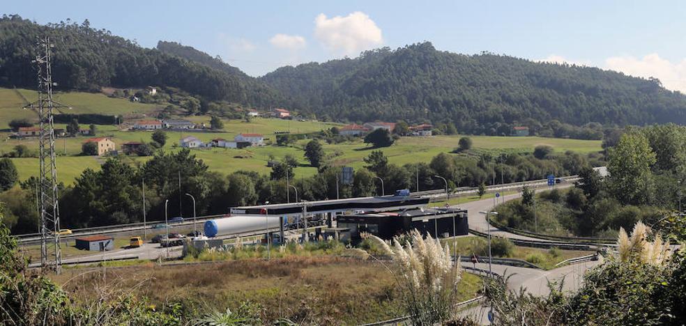 Un accidente sin heridos provoca retenciones en la Autovía del Cantábrico