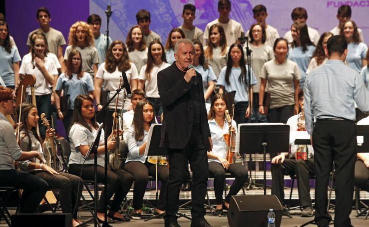 Concierto en el Jovellanos de la Orquesta de Instrumentos Reciclados de Cateura