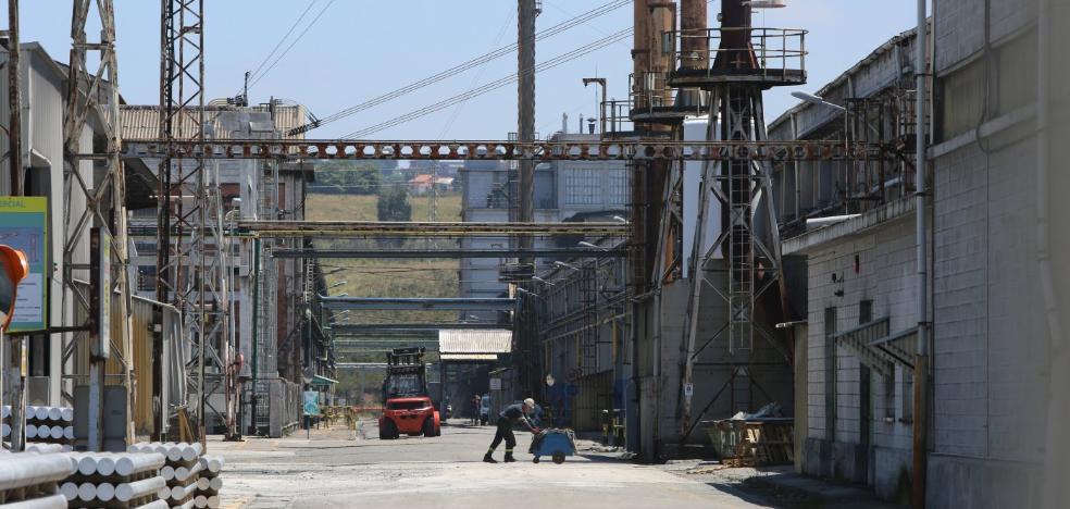La gran industria asturiana recibirá entre un 15% y un 20% menos por la subasta eléctrica