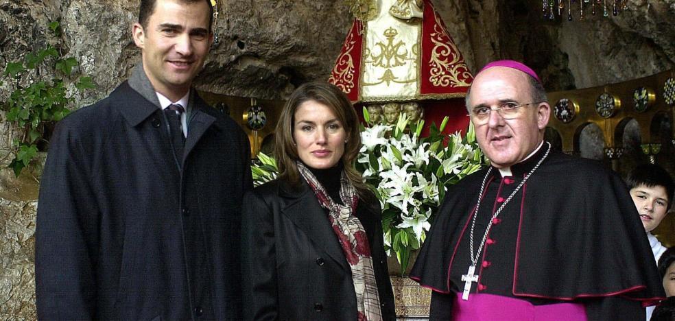 El arzobispo no tiene «ninguna duda» de que los Reyes acudirán a Covadonga en el centenario
