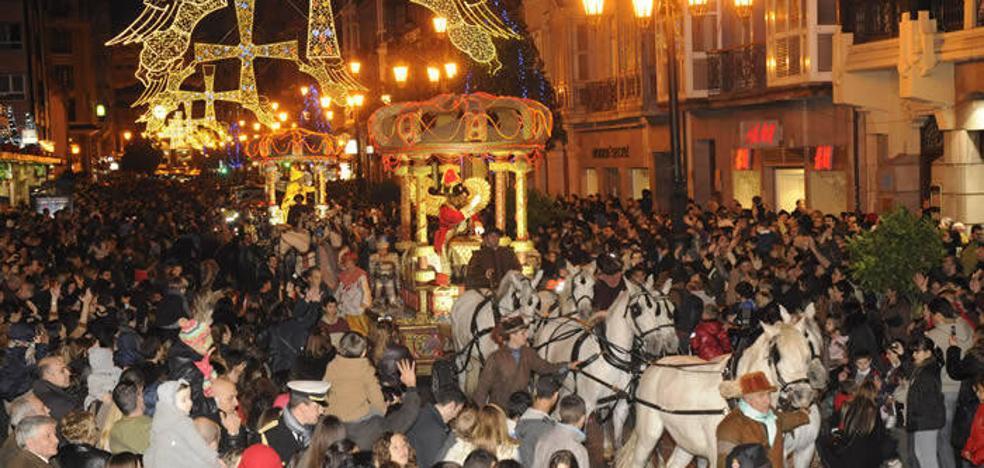 El Ayuntamiento de Oviedo pagará por primera vez a los ayudantes de los Reyes Magos