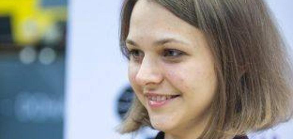 Una campeona mundial de ajedrez renuncia a defender sus títulos en protesta contra el machismo