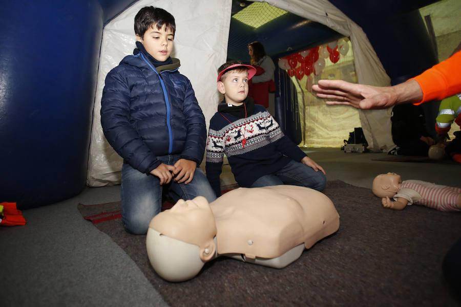 Los niños aprenden reanimación cardiopulmonar en Mercaplana