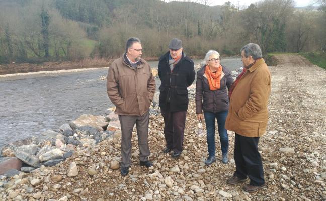 Cascos cree que la nueva escollera del Esva en Brieves dará solución a las inundaciones