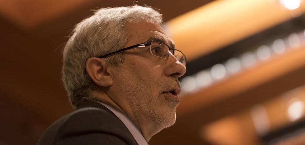 Llamazares critica los «argumentos xenófobos» del PP contra el asturiano