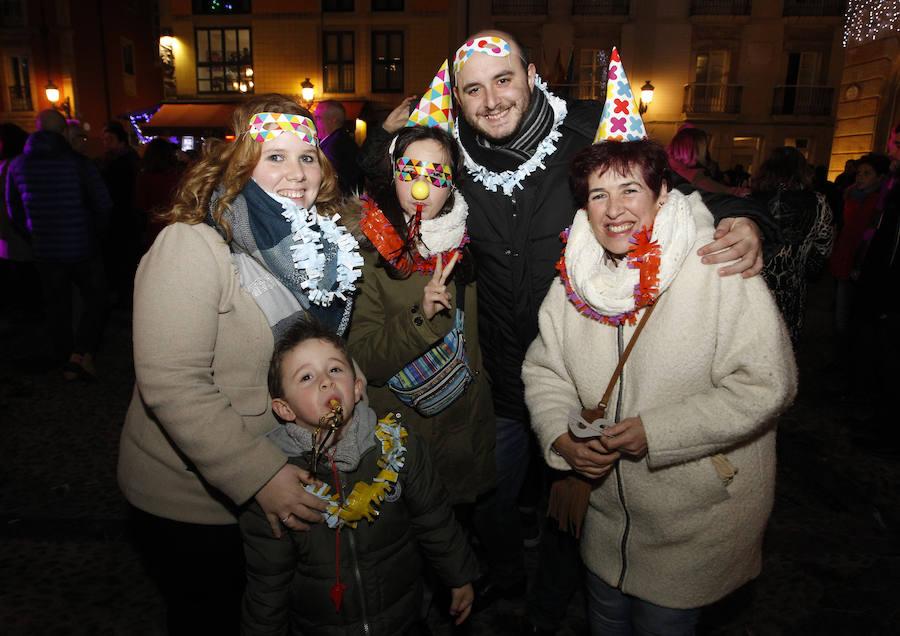 Fiesta de Nochevieja en la plaza Mayor de Gijón