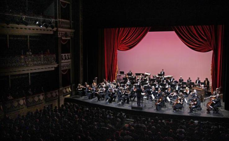 Oviedo celebra el Año Nuevo a ritmo de valses y polkas