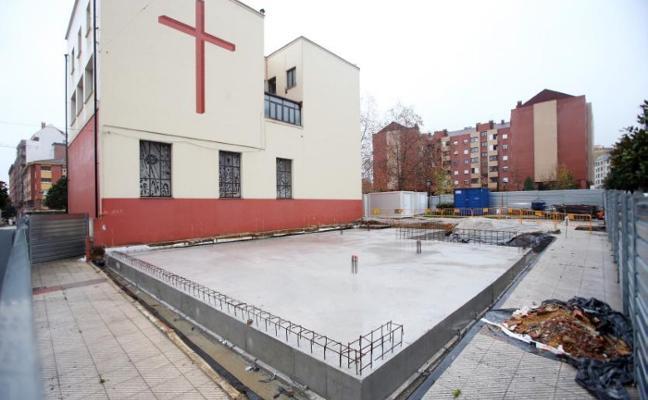 El párroco de La Tenderina ofrecerá un sitio en el columbario a quien aporte fondos para ampliar la iglesia