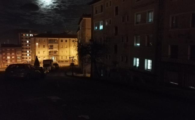 Jardín de Cantos urge reponer las bombillas fundidas