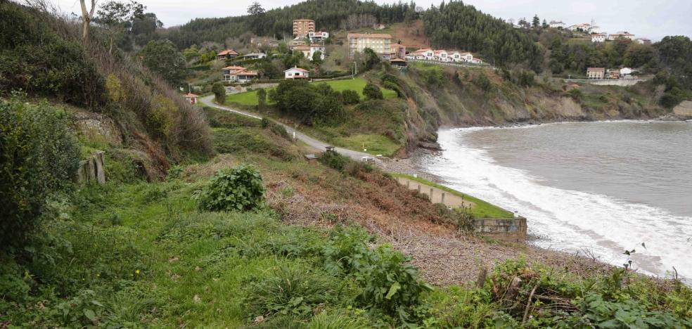 Lastra se compromete a desbloquear la senda que unirá Lastres y La Griega
