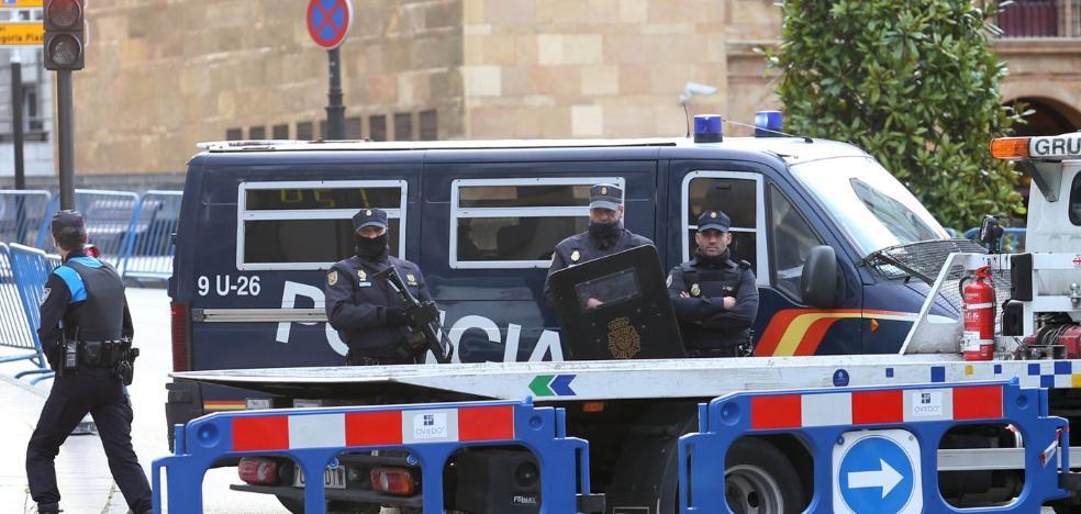 Noventa policías y bolardos de hormigón para garantizar la seguridad