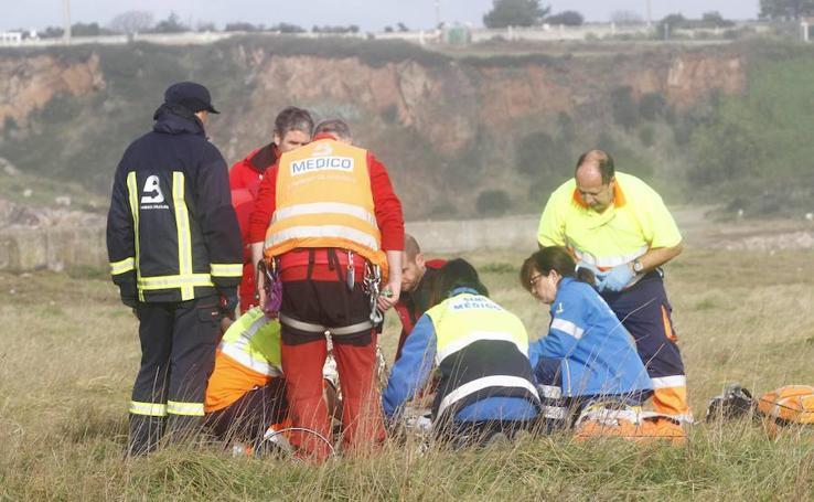 Muere una mujer por un golpe de mar en San Juan de Nieva