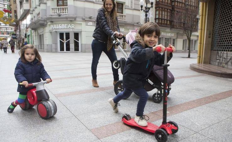 Los regalos de Reyes salen a la calle en Gijón
