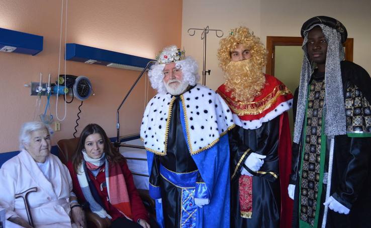 La parada más solidaria de los Reyes Magos en Cangas del Narcea